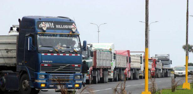 Camiones salen de Bolivia con carga pero vuelven al país vacíos
