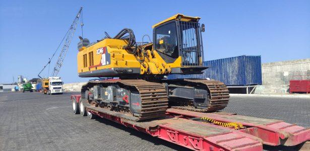 Ian Taylor facilita exportación de maquinaria pesada desde Bolivia a Arabia Saudita a través de puerto de Iquique en nave de Eukor Car Carriers Inc.